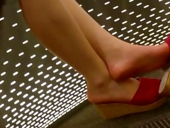candid oriental legs and feet shoeplay