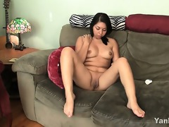bulky amateur asia masturbating