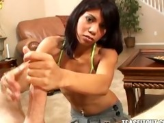 jerri lee shows her cook jerking skills