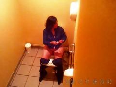 beurette aged toilets