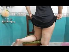bangla desi wife showing large butt